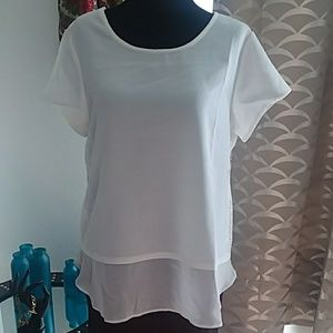 White short sleeve shirt with scoop neck